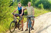 Постер, плакат: Отец с сыном на велосипедах