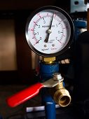 picture of air pressure gauge  - The Pressure gauge and air controller tap - JPG