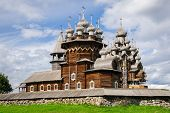picture of reconstruction  - Wooden church at Kizhi under reconstruction - JPG