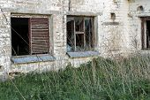 pic of abandoned house  - Abandoned and dilapidated houses in different areas of Lithuania - JPG