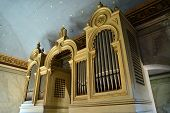 picture of pipe organ  - a beautiful organ in a jewish  synagogue