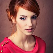 foto of young woman posing the camera  - Beautiful young fashionable woman posing in red dress smiling looking at camera - JPG