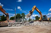 pic of crusher  - Concrete Crusher and Hydraulic Crushing Hammer demolishing reinforced concrete structures - JPG