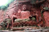pic of emei  - Statues near the wall of rock in EmeiShan China - JPG