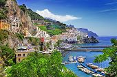 pic of cliffs  - travel in Italy series  - JPG