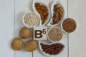 picture of walnut  - Foods containing vitamin B6 - JPG