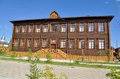 Постер, плакат: A Wooden Building Yakutsk