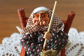picture of christmas song  - La Befana comes by night with broken shoes - JPG
