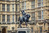 foto of palace  - Richard Coeur de Lion statue - JPG