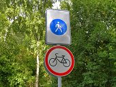 picture of bike path  - Signs showing walking areas and bike paths - JPG