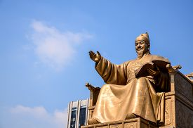 image of hangul  - Statue of Sejong the Great the king of South Korea  - JPG