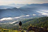 Постер, плакат: Красивые горы пейзаж и человек