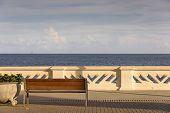 picture of na  - Murada e banco em frente ao mar na Avenida Oceanica junto ao Farol da Barra em Salvador - JPG