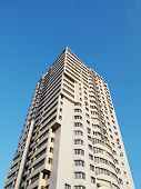 pic of foreshortening  - Apartment house against the blue sky - JPG
