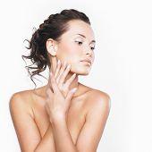 Постер, плакат: Крупным планом лицо красивой женщины с чистой пресной здоровой кожи