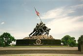 picture of iwo  - The Iwo Jima Memorial in Arlington VA