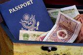 Постер, плакат: Американский паспорт и Китайская валюта в деревянной коробке