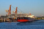 pic of oil derrick  - Oil spill from oil tanker  - JPG