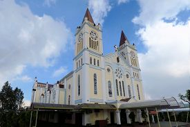 picture of atonement  - Our Lady of Atonement Cathedral in the summer capital of the Philippines - JPG