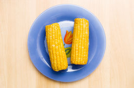 foto of corn cob close-up  - Corn on a plate - JPG