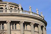 Постер, плакат: статуи украшающих Будапешт Опера