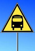 Постер, плакат: знак желтый треугольник с шиной против голубого неба транспорт концепции