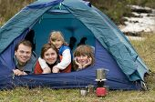 Happy Family camping im Zelt