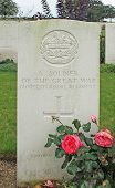 foto of headstones  - Headstone of an unknown First World War British soldier of the Gloucestershire Regiment in a British and Commonwealth military cemetery - JPG