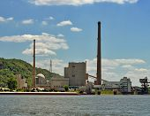 foto of coal barge  - Photo of a coal power plant an the Mississippi River - JPG