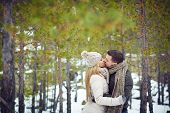 image of amor  - Amorous guy and girl kissing in natural environment - JPG