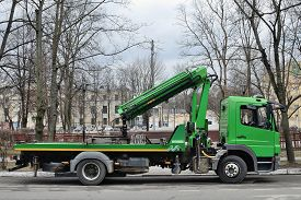 pic of truck-stop  - Tow car in the street of the town - JPG