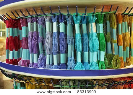 Rack with moulin thread in