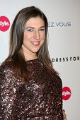 LOS ANGELES - NOV 7:  Mayim Bialik arrives at the 3rd Annual Give & Get Fete at The London West Holl