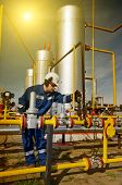 image of potentiometer  - Operator in the natural gas production industry - JPG