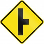 image of intersection  - Chilean road warning sign  - JPG