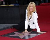 LOS ANGELES - NOV 08:  Shakira arrives to the Walk of Fame Ceremony for Shakira  on November 08, 201