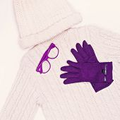 picture of knitted cap  - White knit sweater and cap in combination with purple gloves - JPG