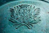 picture of revolutionary war  - closeup of crest on Revolutionary War cannon in Yorktown - JPG