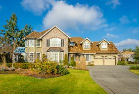 picture of in front  - Custom built luxury house with nicely trimmed front yard - JPG
