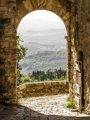pic of farmhouse  - An image of a Tuscany landscape in Italy - JPG