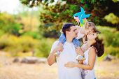 image of father daughter  - The young family - JPG