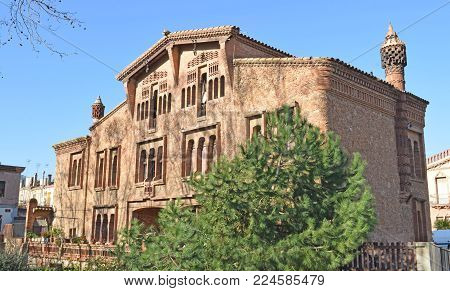 Colonia Guell building