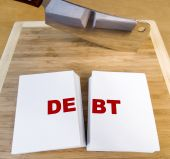 picture of cleaving  - Cutting debt with a cleaver and cutting board - JPG