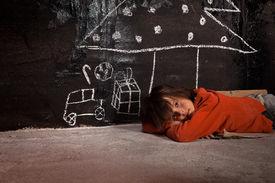 foto of sad christmas  - Poor kid on the street thinking of Christmas gifts  - JPG