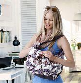 pic of leaving  - Blonde woman holding shoulder bag - JPG