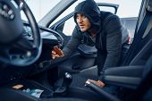Car robber takes the wallet, stealing poster