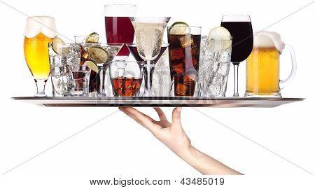 Постер, плакат: Различные алкогольные напитки на подносе, холст на подрамнике