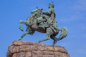 picture of kiev  - The Khmelnytsky Monument in Kiev - JPG