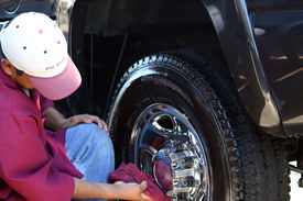 image of car wash  - Tire Cleaning - JPG