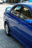 Постер, плакат: Вид сзади синий спортивный автомобиль